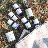 Que prendre dans votre trousse de secours naturelle des vacances ? 🧳  Et si on emmenait notre kit aromatheérapie indispensable ? ▪️ L'huile végétale de calendula : apaisante, nourrissante et anti-inflammatoire. Parfait en après-solaire 🌞 ; ▪️ L'huile essentielle de lavande aspic calme les piqures d'insectes 🦂 ; ▪️ L'huile essentielle de citronnelle, notre meilleur allié anti-moustiques 🦟 ; ▪️ L'huile essentielle d'origan compact pour les troubles digestifs 👂🏻 ;  ▪️ L'huile essentielle de menthe poivrée contre le mal des transports, les maux de tête ou une indigestion 😵 ; ▪️ Le baume ancestral : parfait contre tous types de douleurs : maux de dos, tendinites, courbatures, torticolis, douleurs articulaires, maux de tête, etc... 🤕  Et vous ? Quels sont vos produits naturels indispensables de l'été ? N'hésitez-pas à nous partager vos expériences...  Pour plus de conseil auprès de notre équipe bien-être, rendez-vous dans vos herboristeries de Milly-la-Forêt ou de Sceaux. 🌿  #millymenthe #bienetre #santé #health #herboristerie #herboriste #plantesmedicinales #plantes #green #madeinfrance #millylaforet #sceaux  #instabienetre #nature #naturel #prendresoindesoi #cocooning #marquefrancaise #depuis1934 #santénaturelle #routinenaturelle #soinsnaturels #soinnaturel #beautésanté #troussedesecours #troussessecoursnaturel #huilesessentielles #huilevegetale